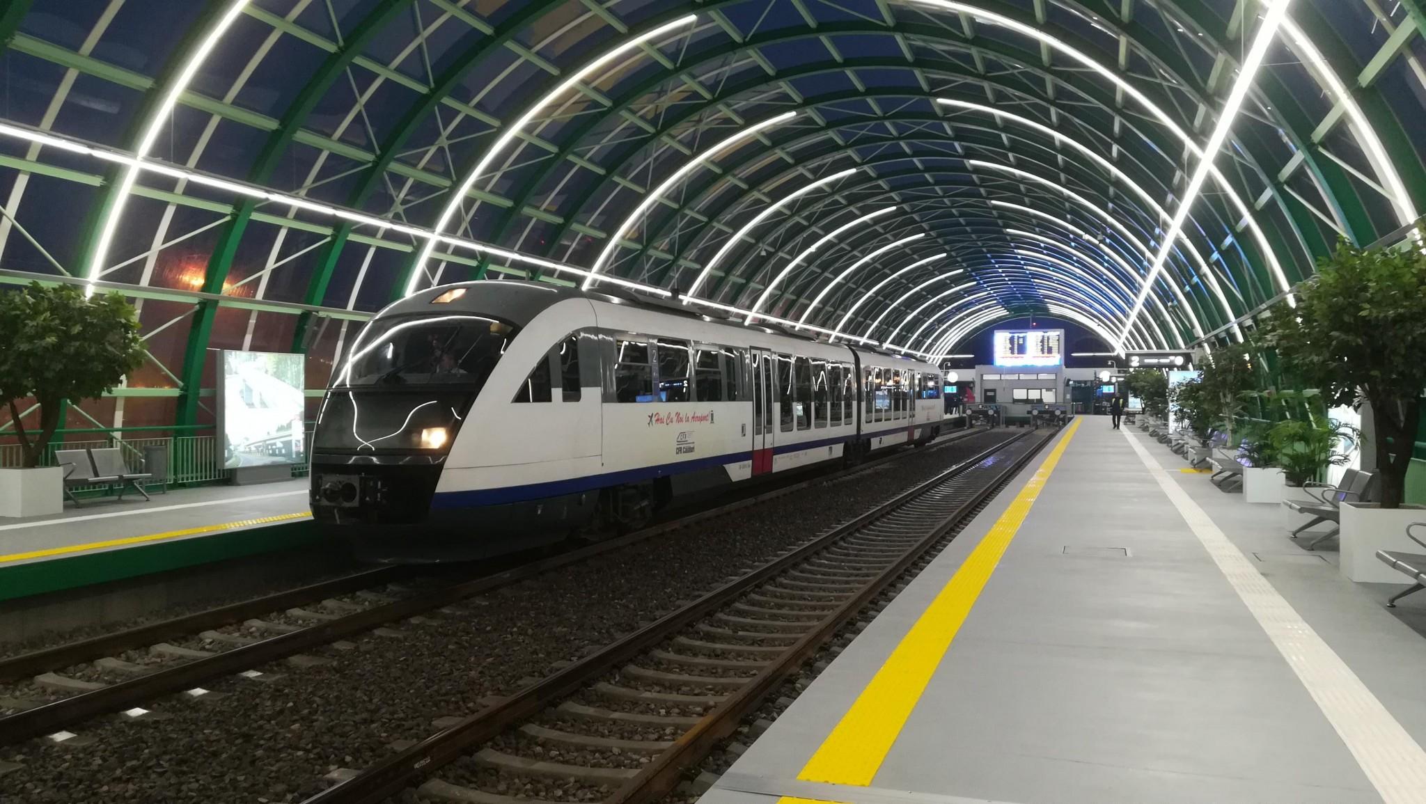 Știți linia de cale ferată care face legătura între Gara de Nord și Otopeni? Intră în reabilitare, la nici un an de funcționare