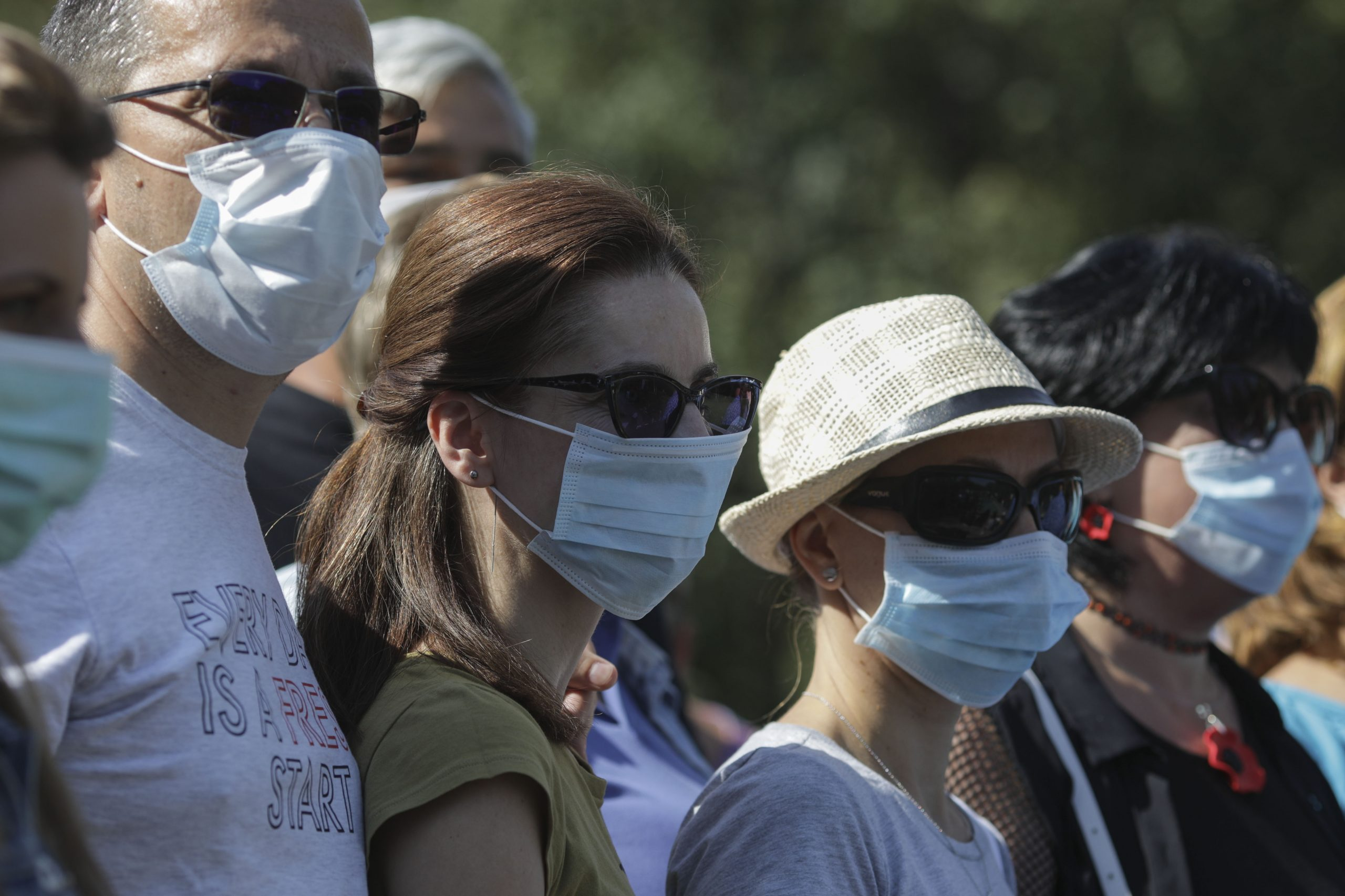 Prefectul Capitalei spune că masca de protecție ar putea să devină iar obligatorie pe stradă în București. Pentru început, doar în apropierea școlilor