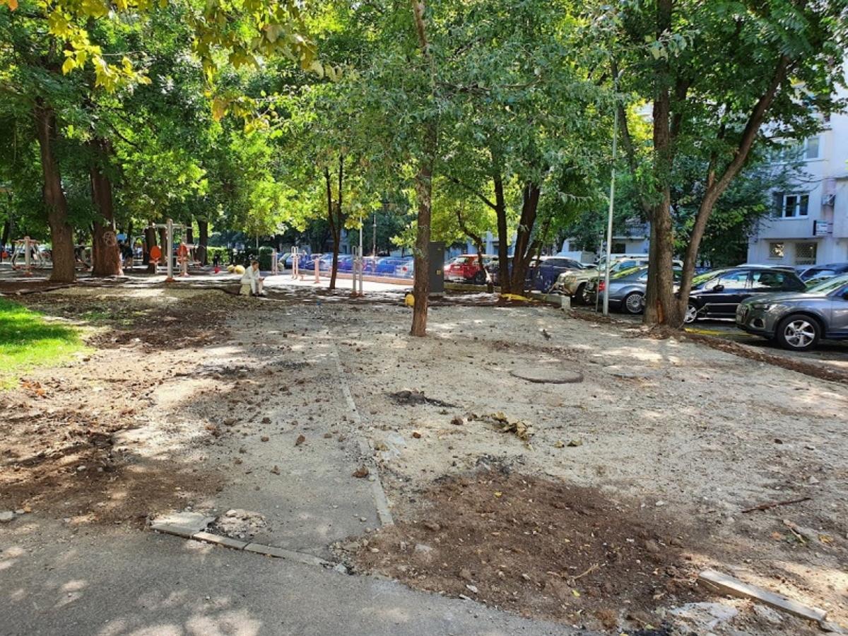 O bucată dintr-un parc din centrul Bucureștiului a dispărut! Spațiul verde a fost retrocedat și proprietarii îl vor înapoi