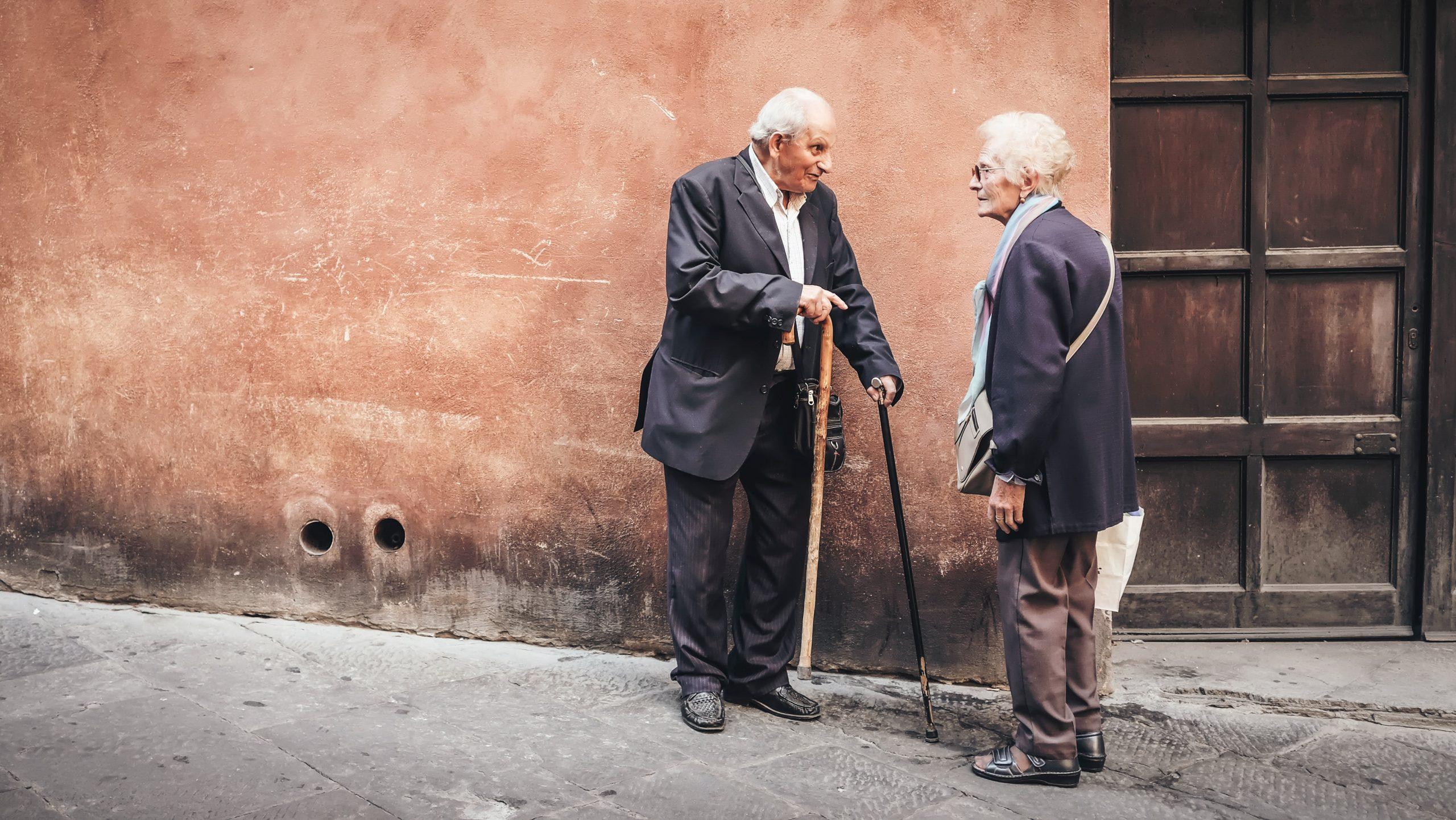 Peste 500 de vârstnici vor beneficia de servicii medicale gratuite. Proiect unic în România într-un sector din București