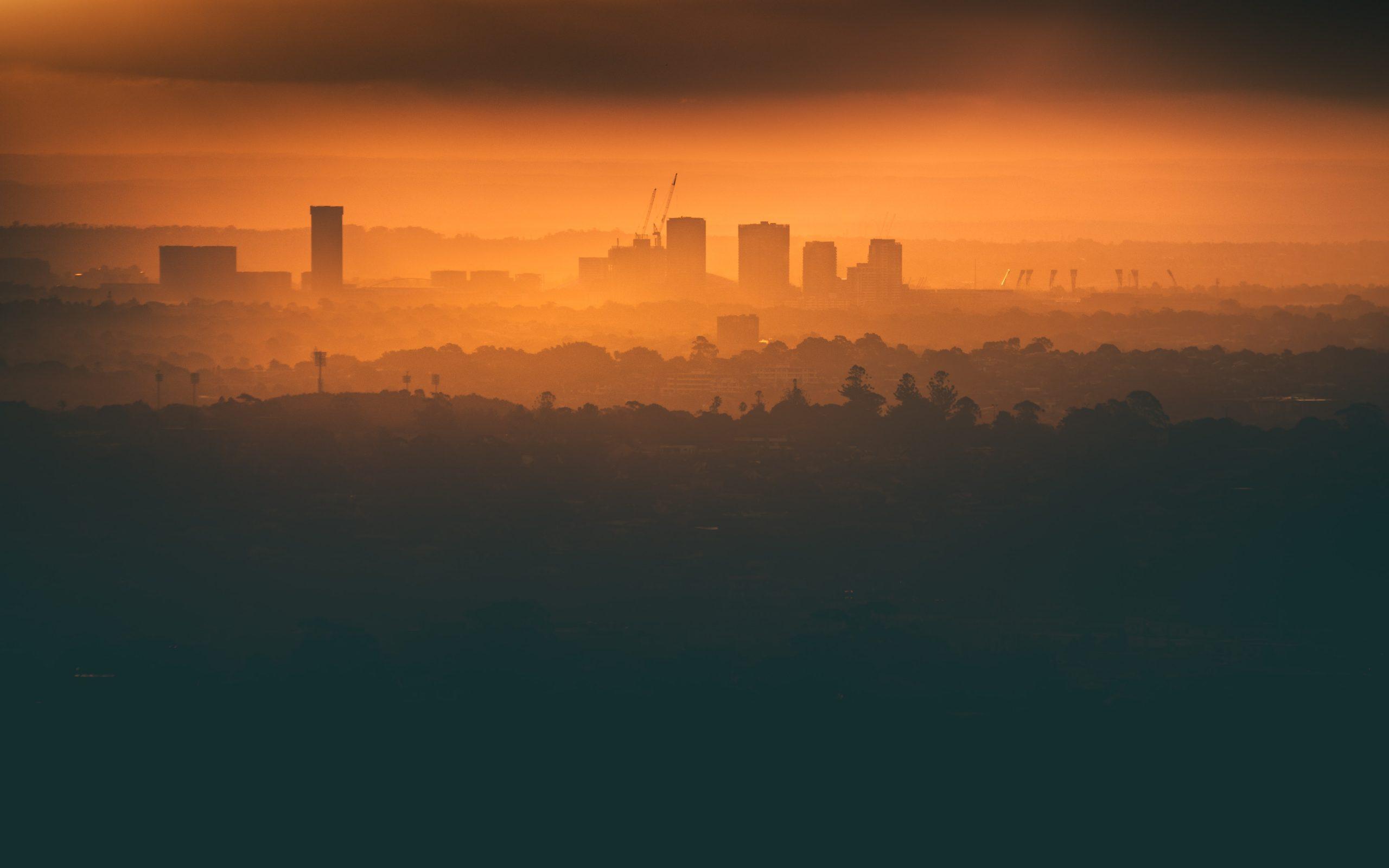 Poluarea din București este tot mai gravă. Pe hârtie, există planuri care te-ajută să respiri, dar în realitate aerul e tot mai mult irespirabil