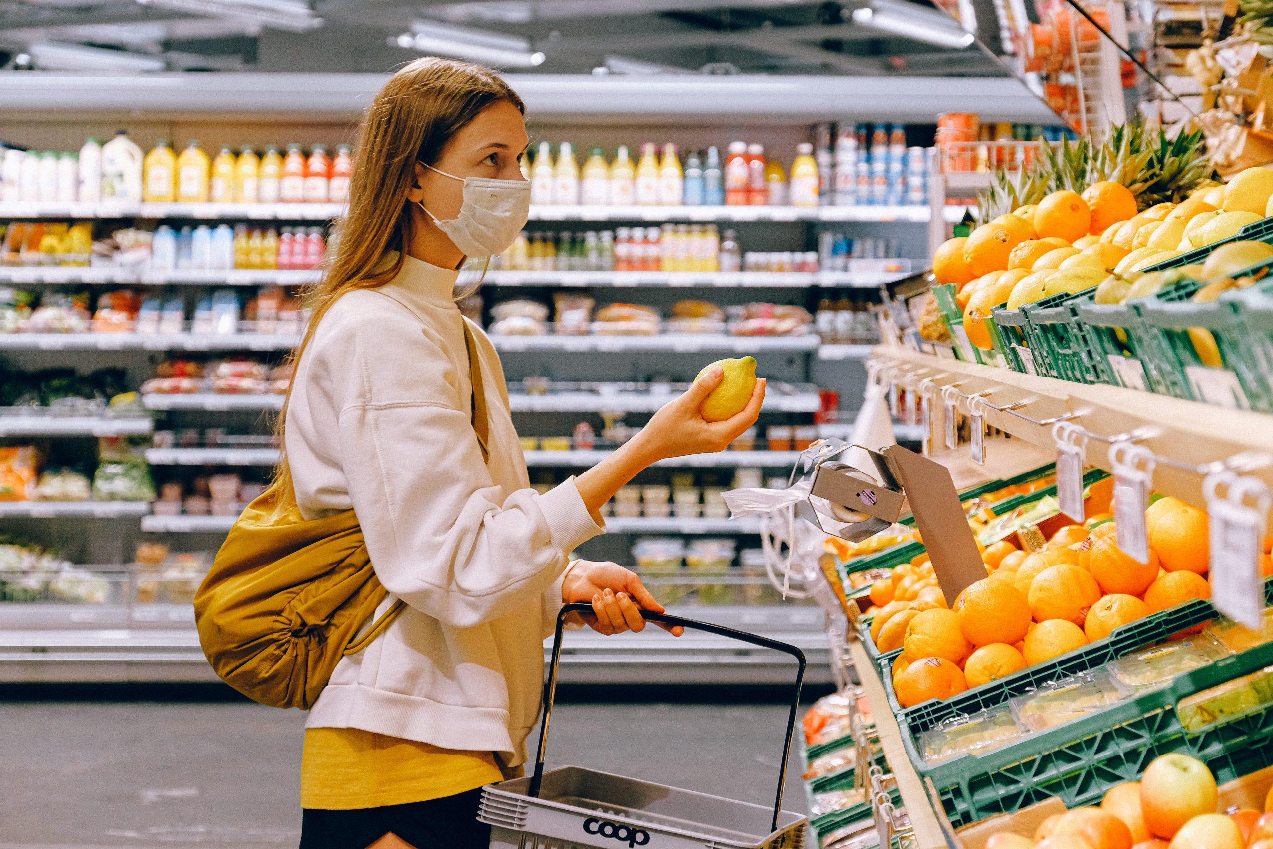 Românii au ajuns să plătească mai mult pentru mâncare. Care este motivul