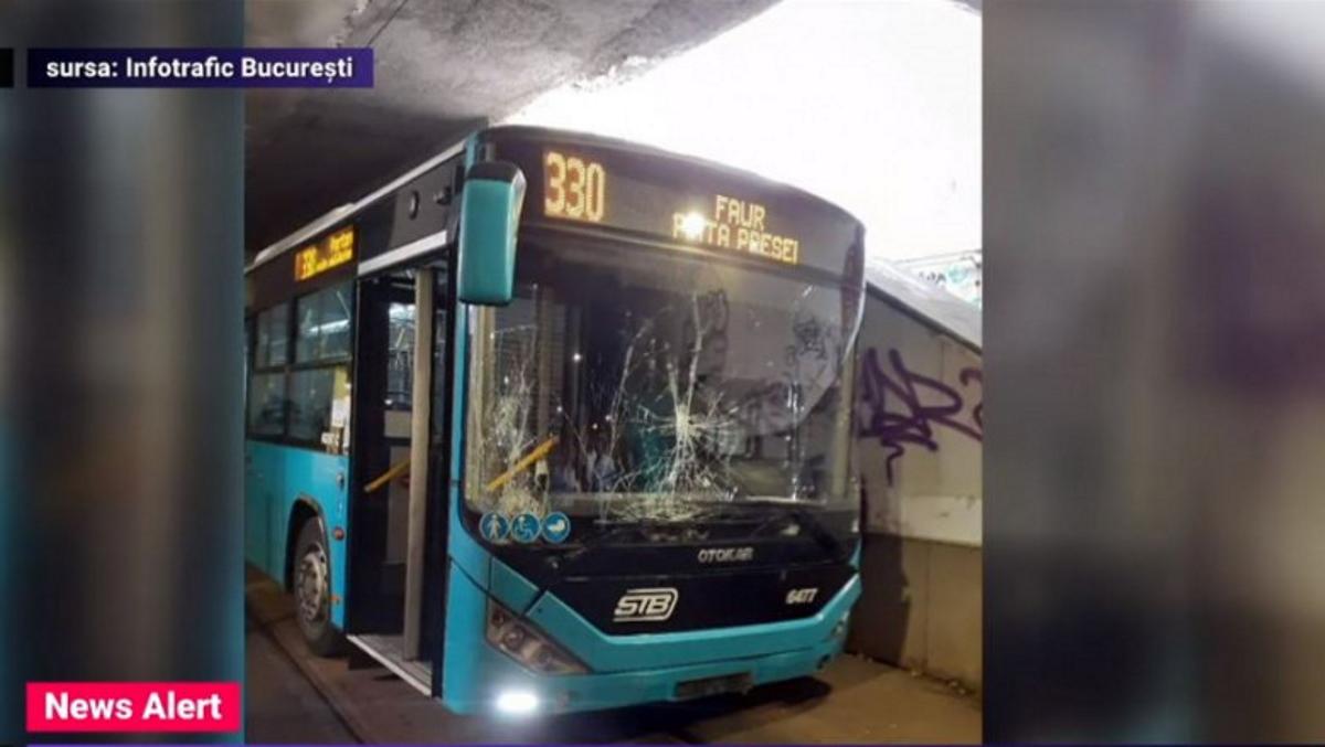 Accident teribil cu un autobuz STB. Unui șofer i s-a făcut rău chiar în pasajul de la Victoriei   VIDEO