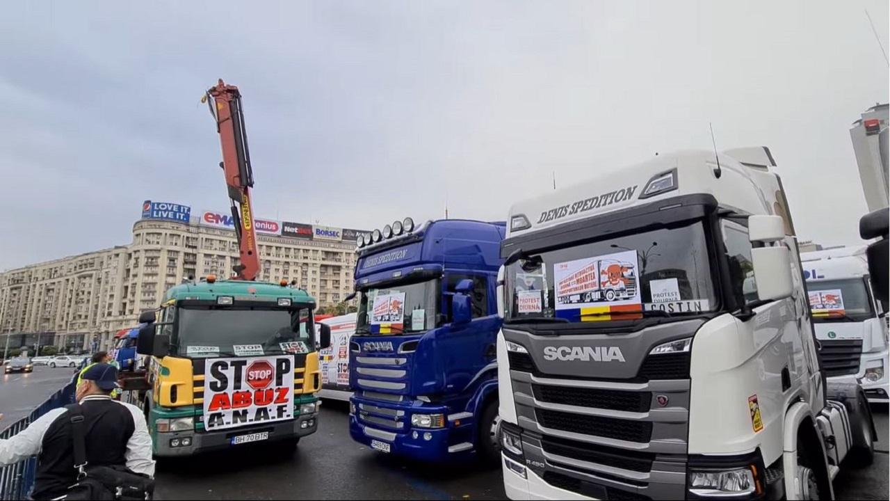 Transportatorii protestează în Piața Victoriei. Ce-i nemulțumește pe șoferii profesioniști