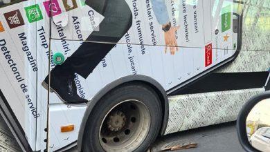 Photo of Haos în traficul din București. Un troleibuz a rămas blocat într-un canal