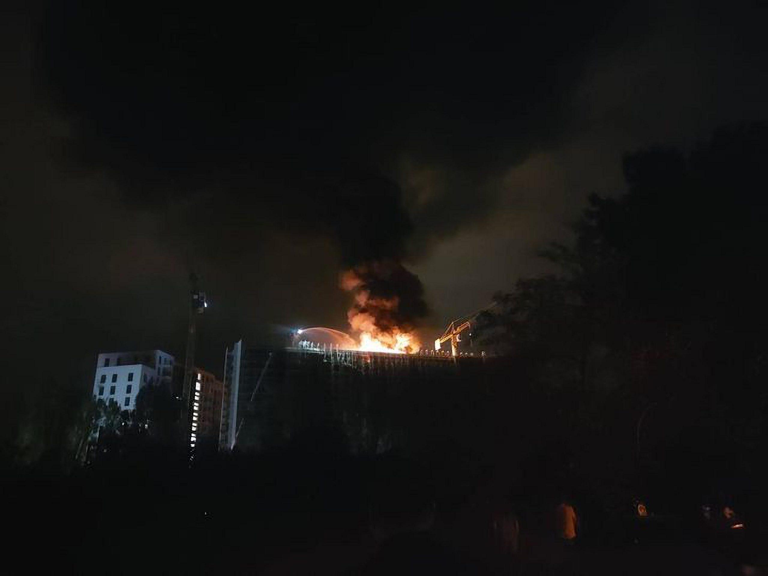 Incendiul de la blocul în construcție ar fi fost cauzat de un lampion, spune Clotilde Armand. Ce propune primarul Sectorului 1