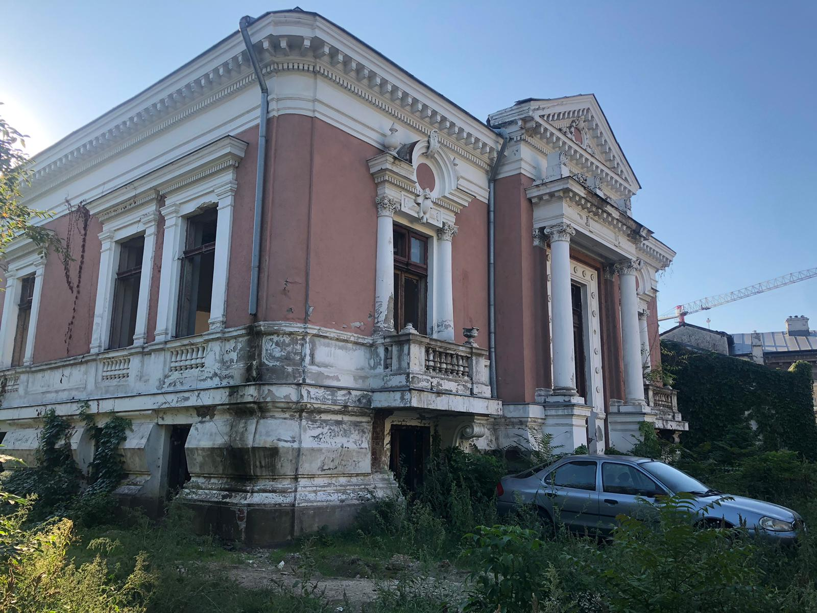 """Cinste nouă, vrednici suntem! Casa Primarului Dobrescu, """"Primarul Târnăcop"""", care-a făcut din București """"Micul Paris"""", a ajuns o ruină fără geamuri"""