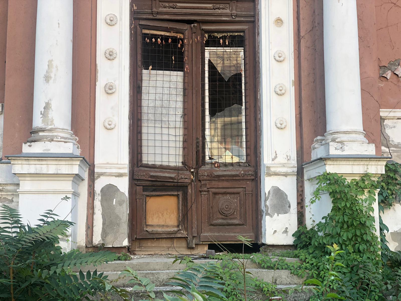 Casa parasita de pe strada Popa Rusu, foto Antoaneta Dohotariu.