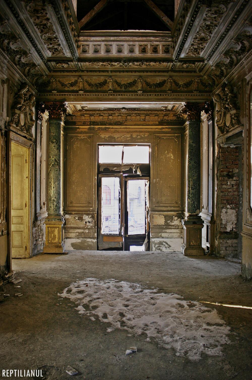 Interior devastat, Casa din Popa Rusu. Foto credit Alex Iacob, Reptilianul.ro