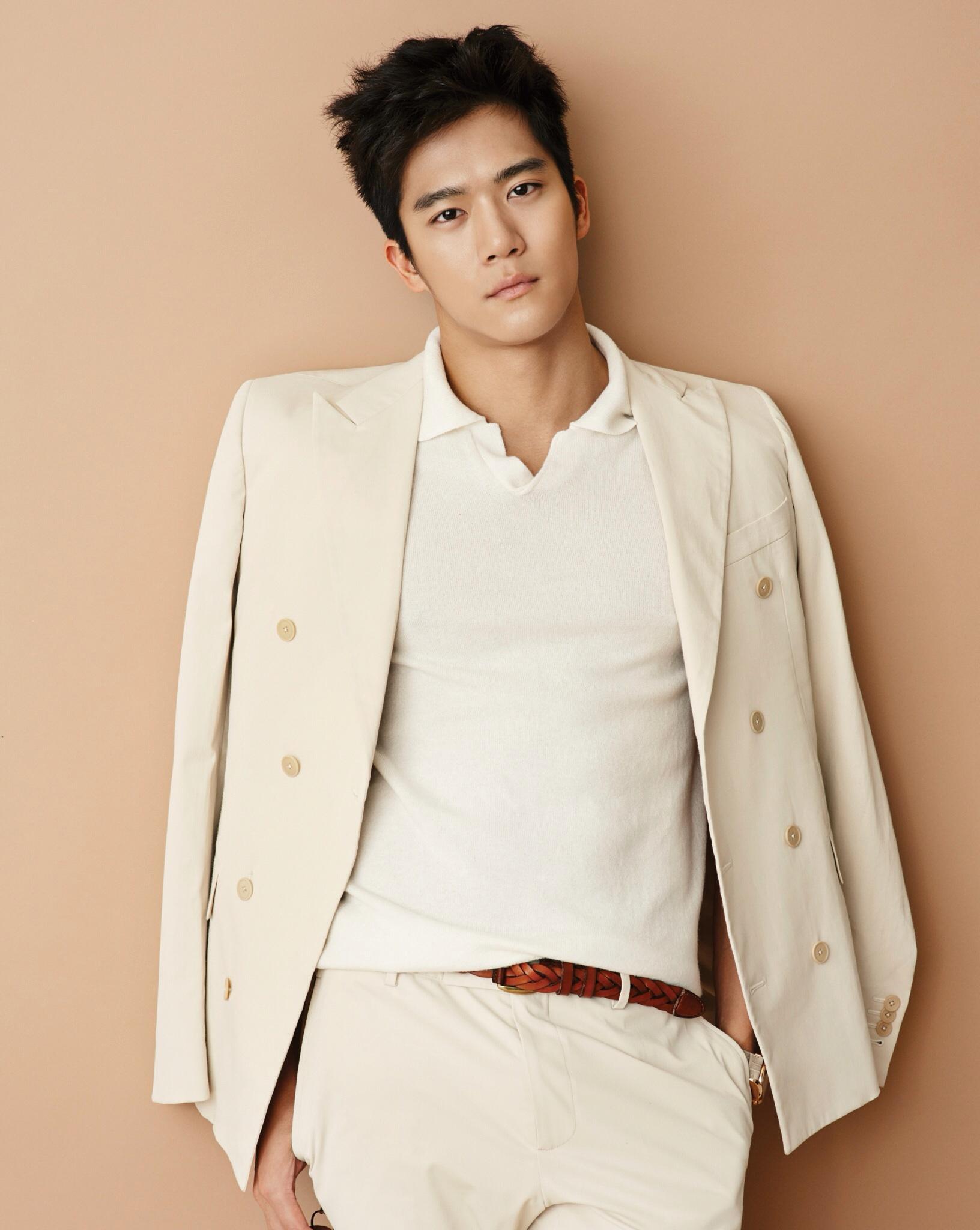 Așa, ca de început de weekend: top 10 cei mai hot actori coreeni și un bonus sexy