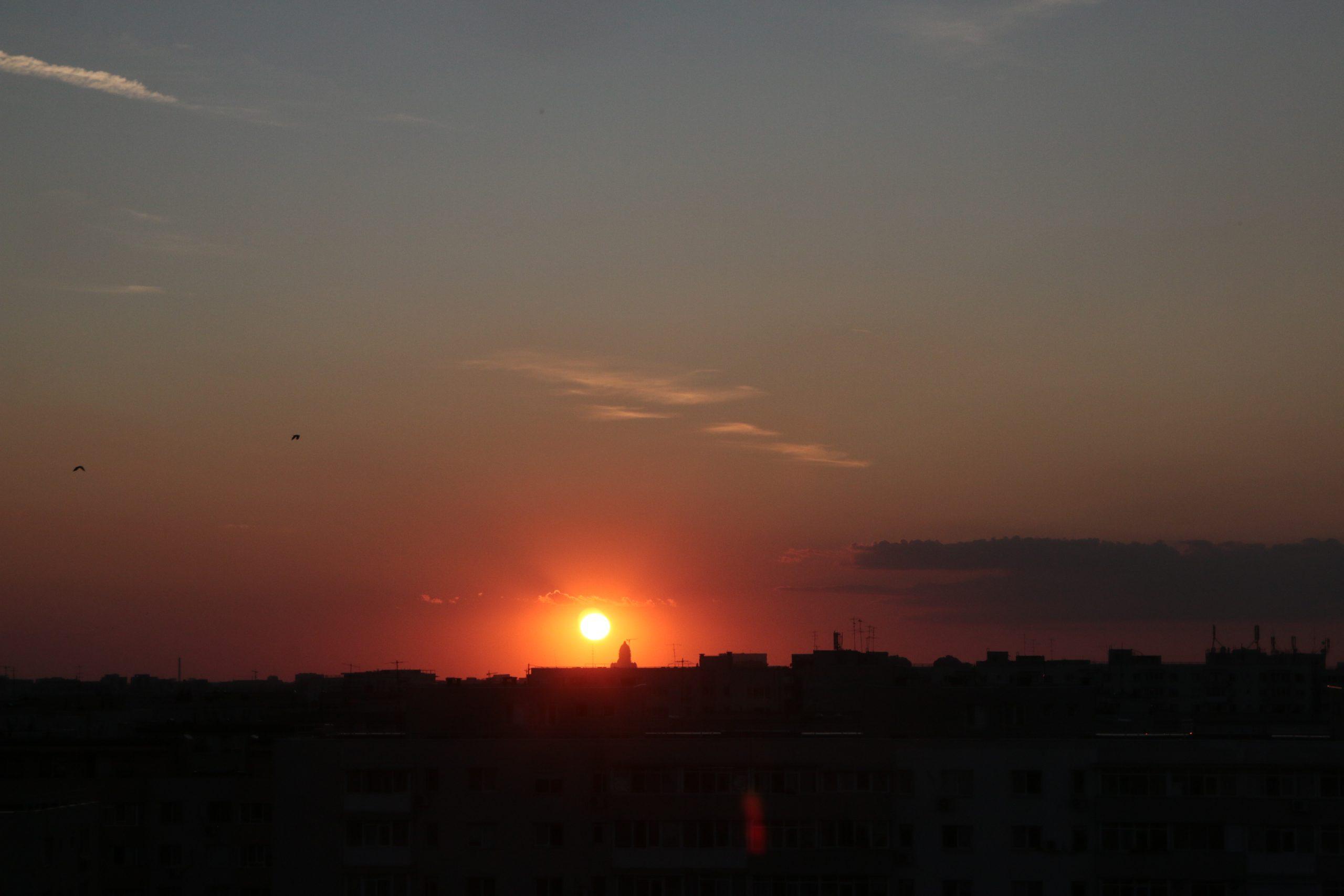 Prognoza meteo pentru București vine cu o veste bună! Vremea se încălzește și toamna frumoasă revine