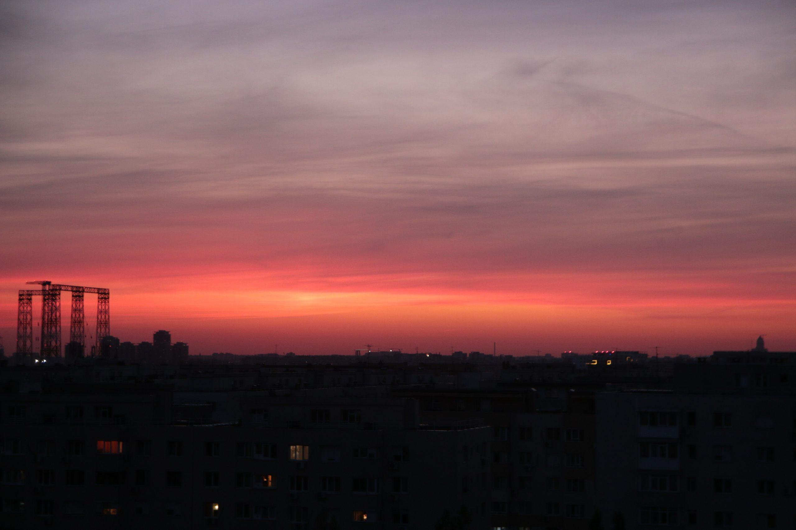 Prognoza meteo București pentru weekend. Vremea continuă să fie răcoroasă în Capitală. Când revine căldura