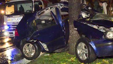 Photo of Accident grav petrecut azi-noapte în București. Din cauza impactului, mașina s-a înfășurat în jurul unui copac. Șoferul are doar 18 ani
