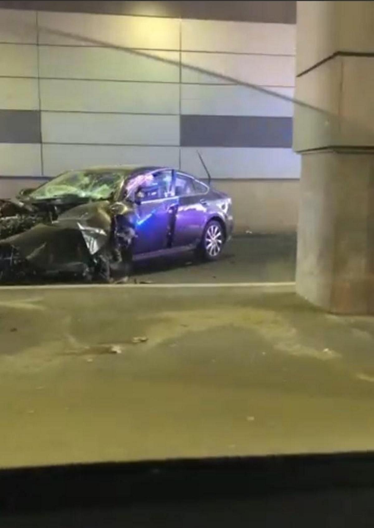 Accident grav în pasajul de la Piața Sudului. Un bolid s-a răsucit de trei ori înainte să se izbească de parapet   FOTO