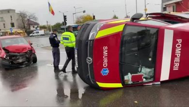 Photo of Accident puternic în București. O ambulanță SMURD aflată în misiune a fost ciocnită violent și s-a răsturnat în Sectorul 4