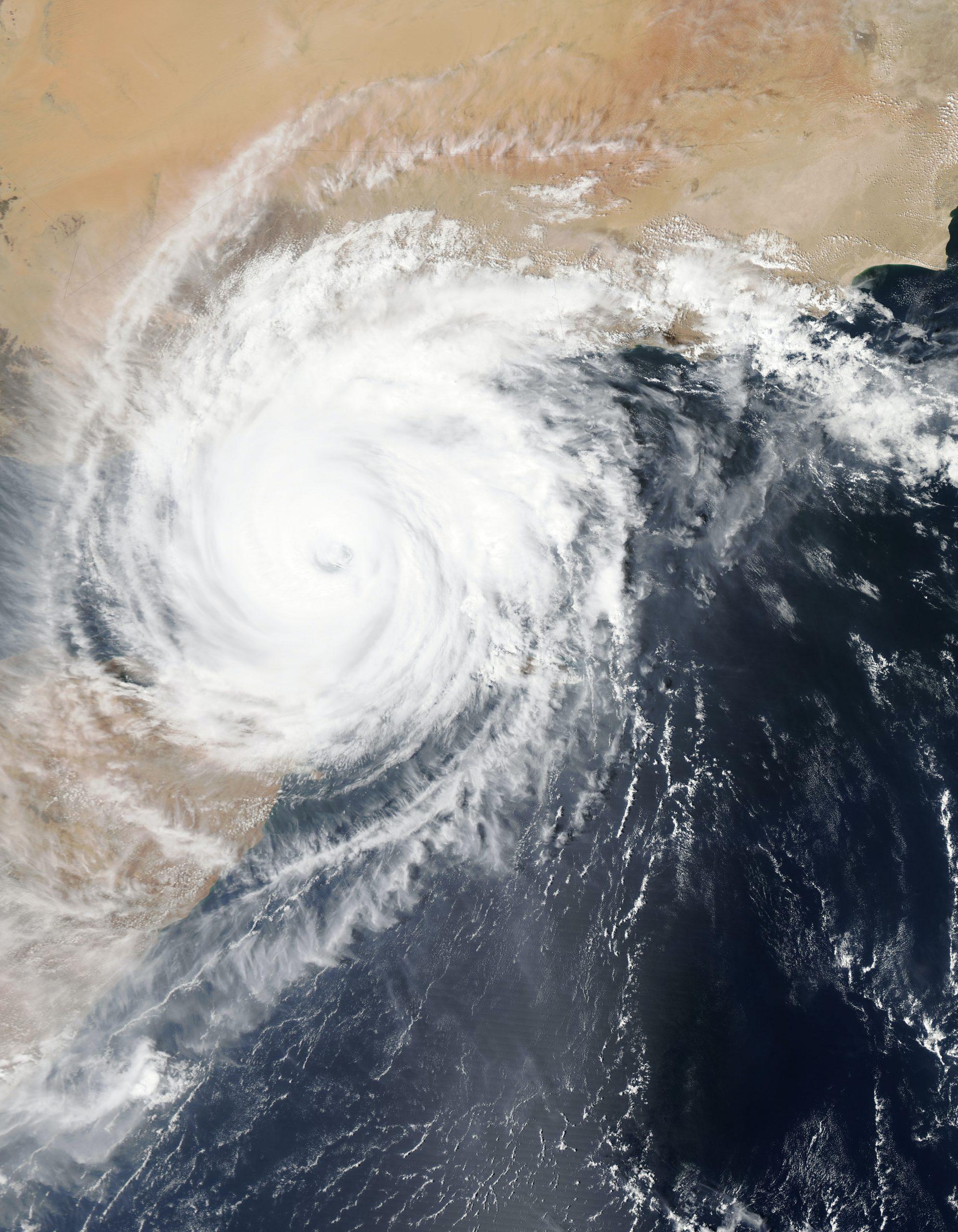 Un ciclon mediteranean, care determină fenomene meteorologice violente, se va abate asupra României