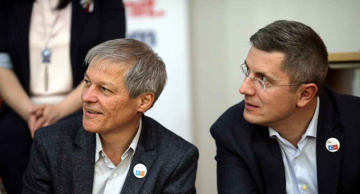 Nesomn în București la USR PLUS. S-a terminat maratonul alegerilor din partid. Cioloș președinte, Barna cu majoritate în Biroul Național