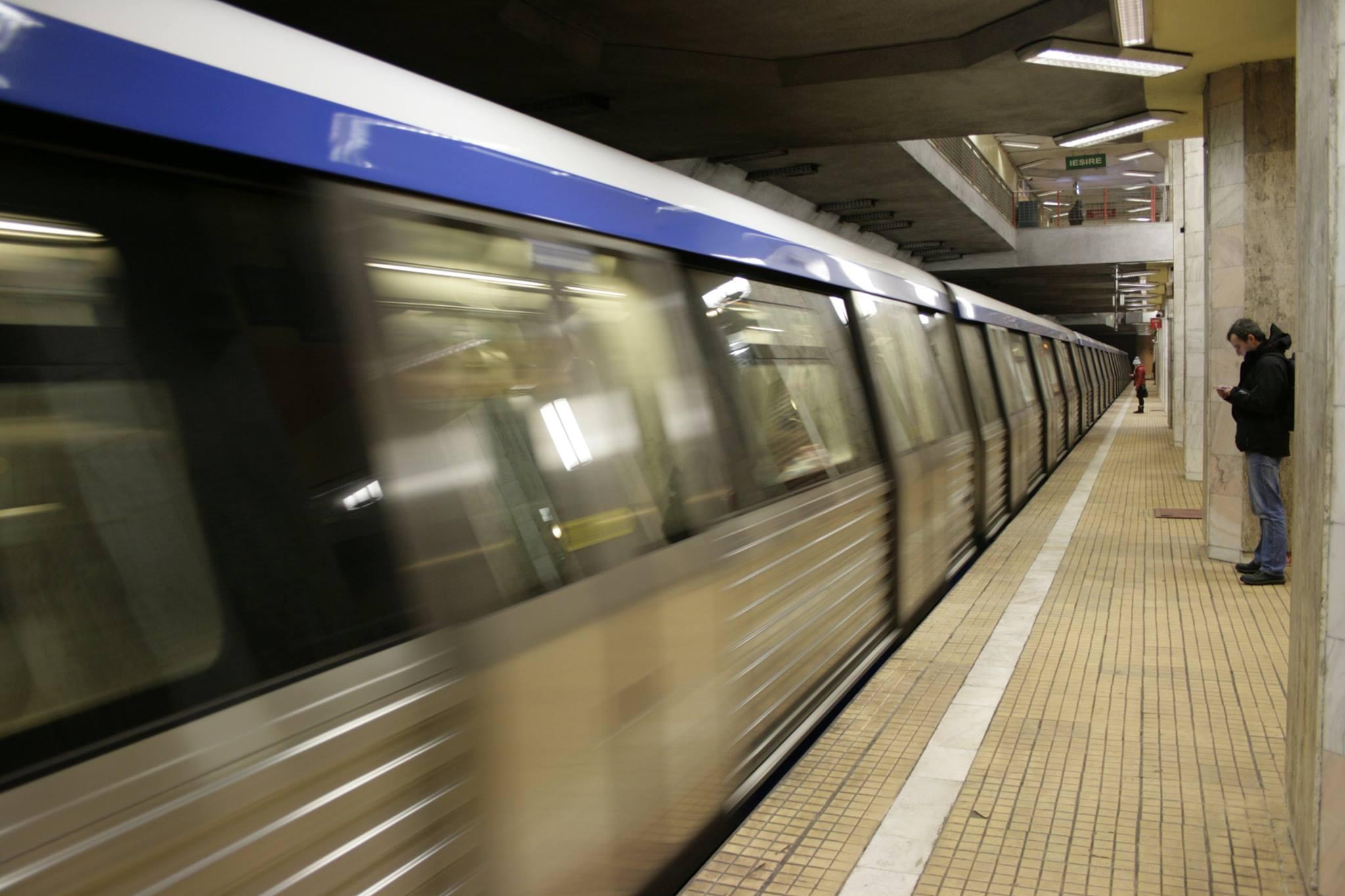 Circulație blocată la metrou. O persoană a căzut pe șine la Piața Unirii | UPDATE