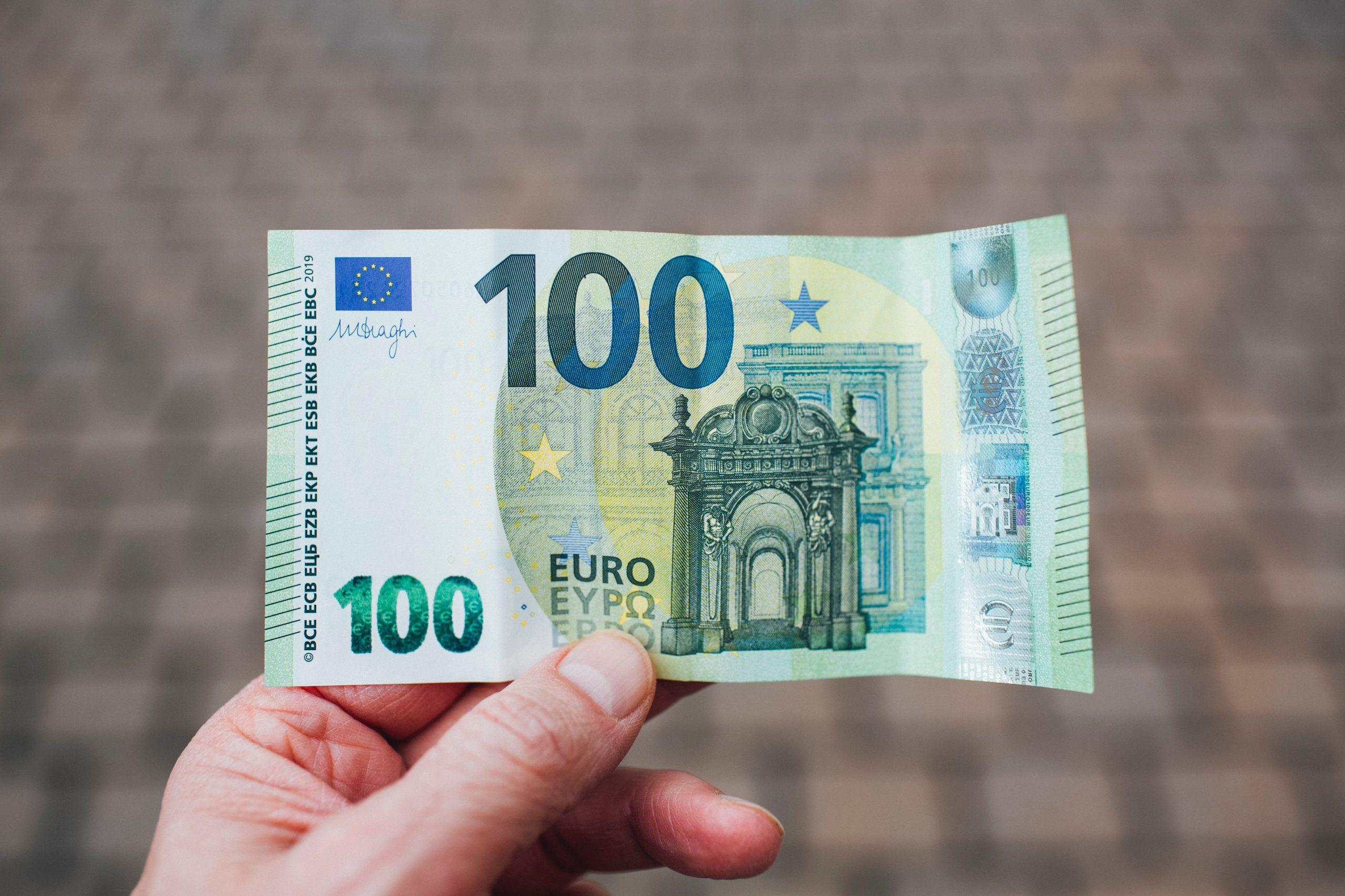 Un nou tip de înşelăciune în România. Poți pierde 100 de euro din senin, avertizează Poliția