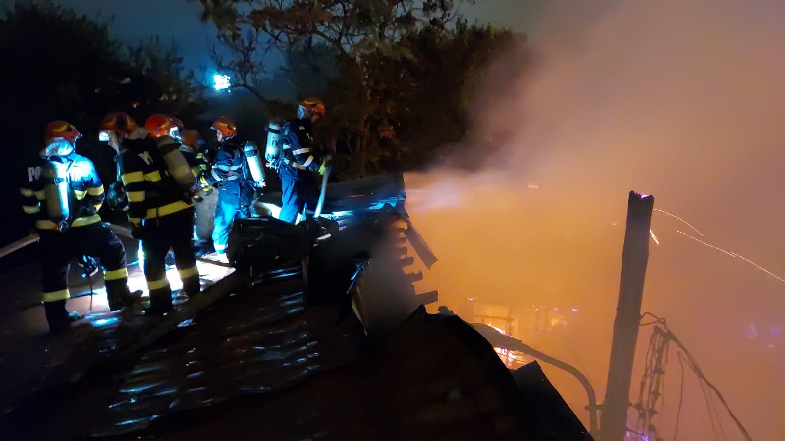 Incendiu în București. Trei case din zona Vitan au fost făcute scrum   VIDEO