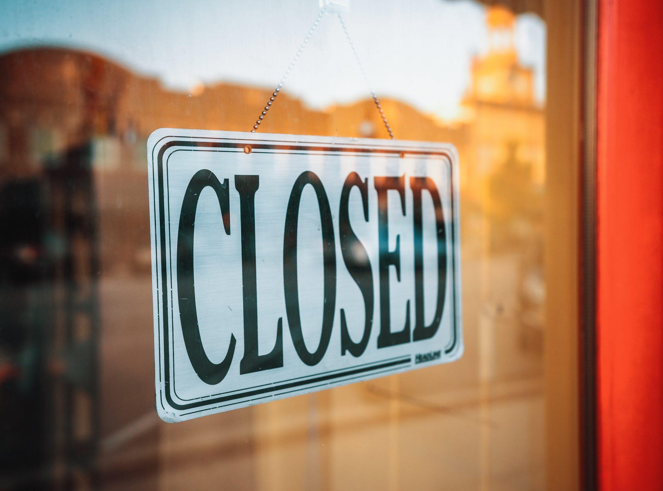 La cât se închid astăzi magazinele în București. Rata de infectare din Capitală este în continuă creștere