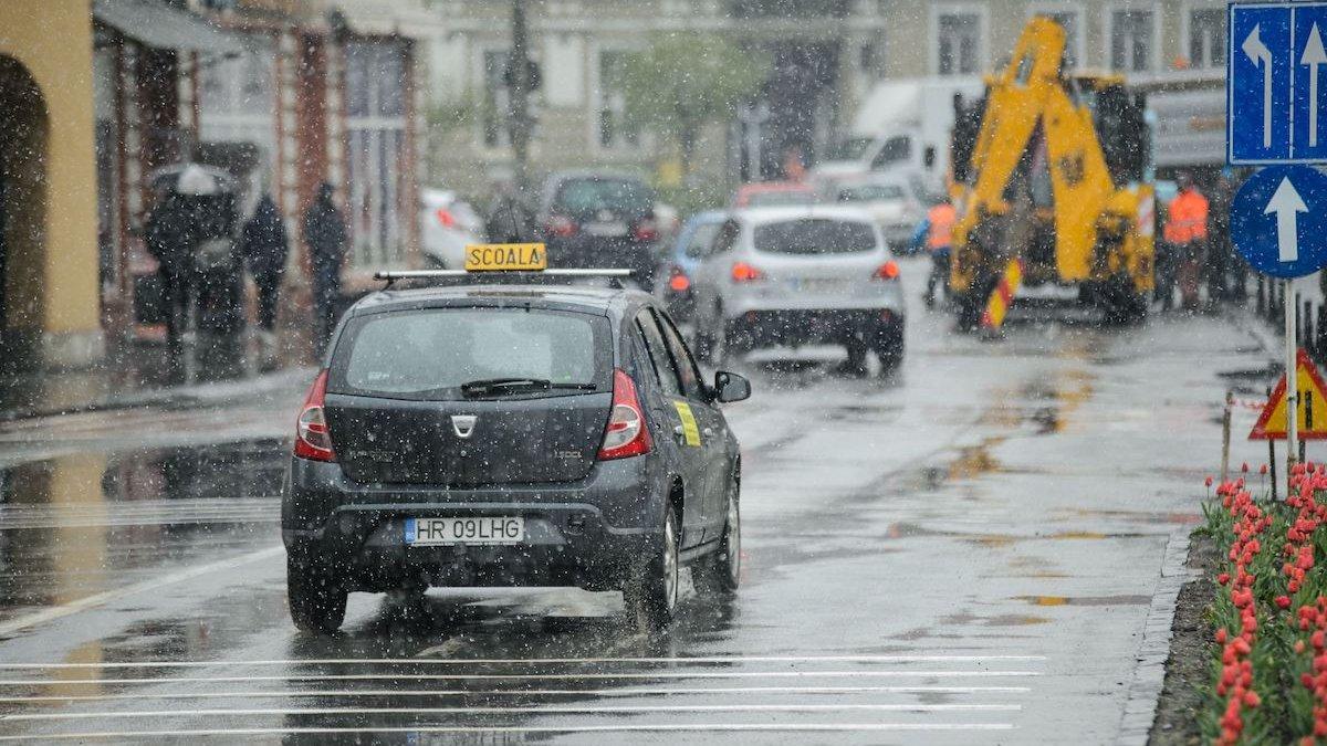 Cum va fi vremea în București azi! Weekend de stat în casă la căldură, asta dacă aveți
