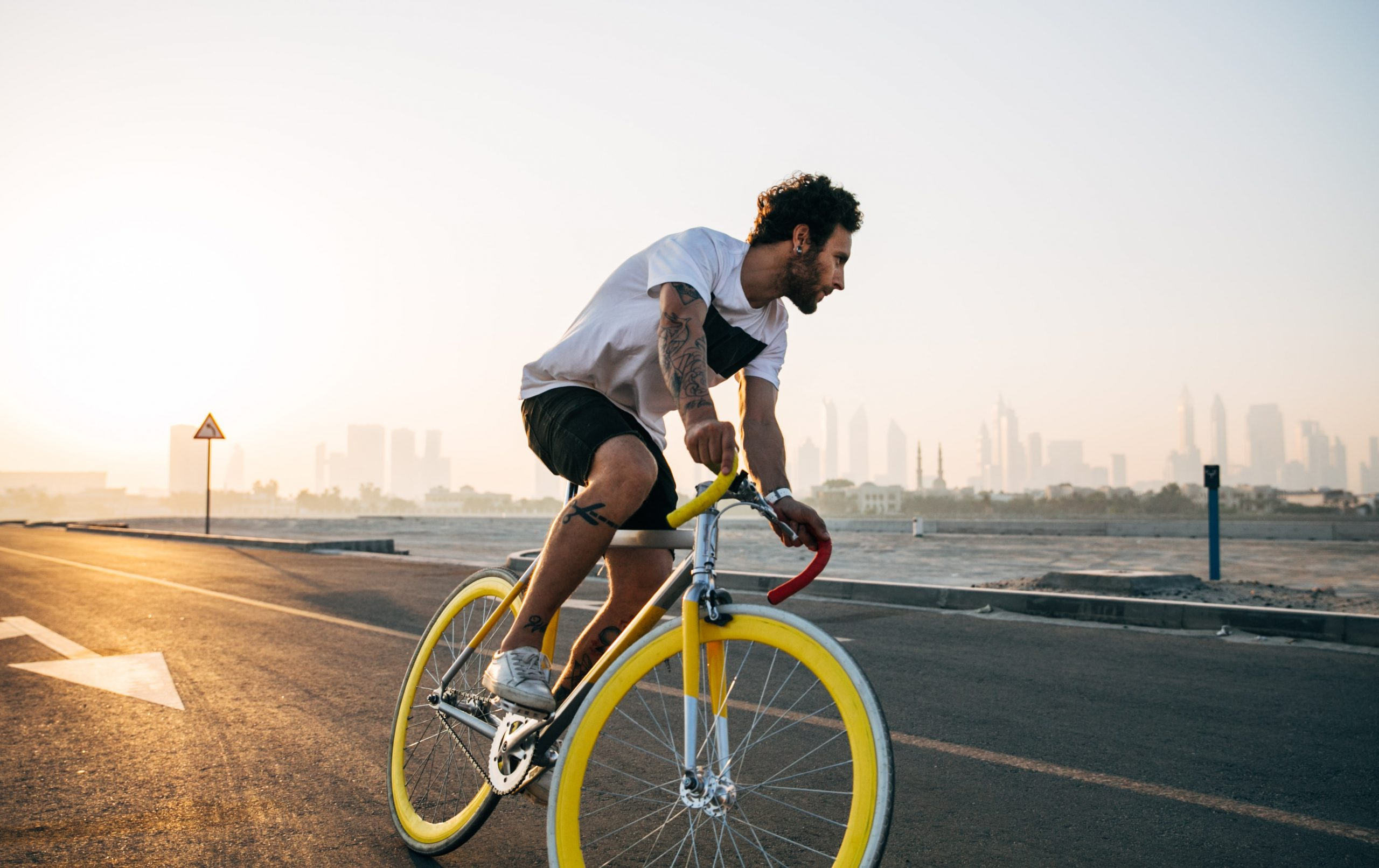 Noi reguli pentru șoferi. Cum trebuie să depășească bicicletele și trotinetele în trafic